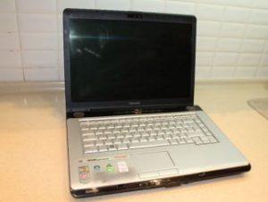 Продаем бу ноутбук toshiba a210-15k